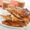 Pañulos de Cecina y queso con caldo de cebolla